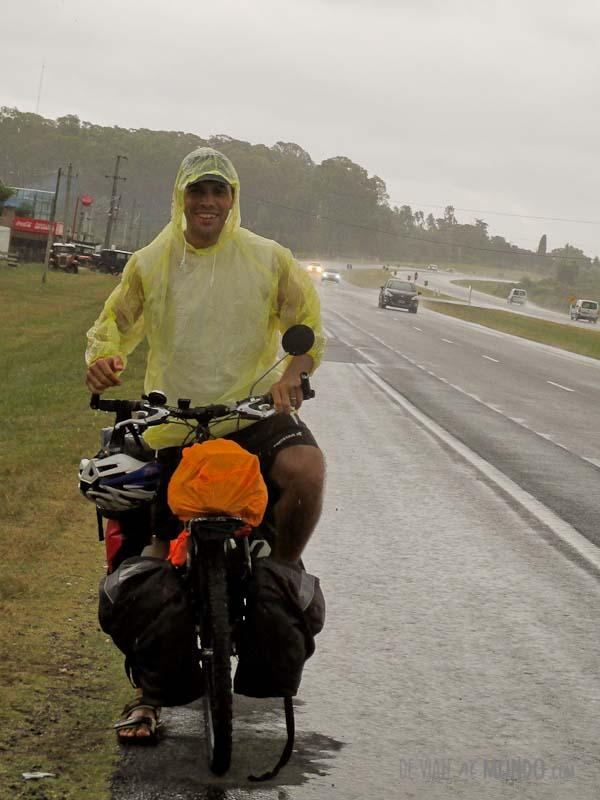 viajar-en-bicicleta-lluvia