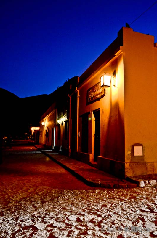 purmamarca-calles-noche
